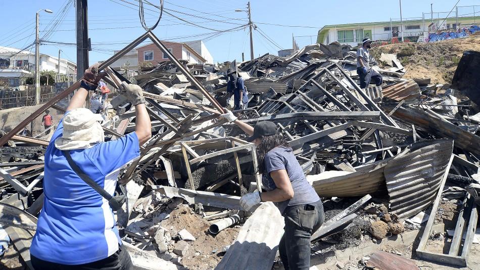 Reportan oficialmente 274 viviendas afectadas por incendio en Valparaíso: 253 con destrucción total