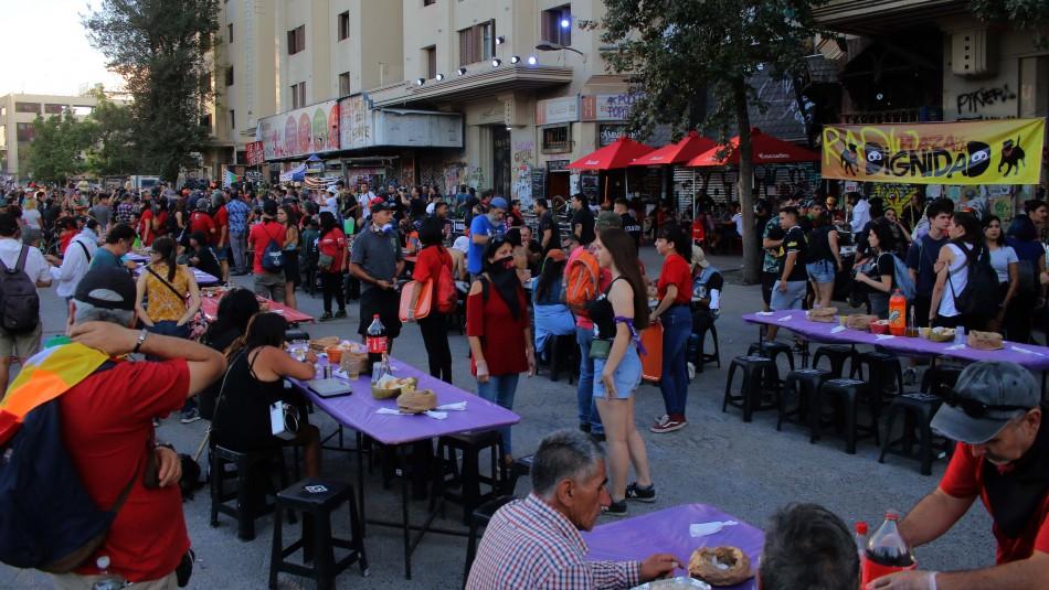 Realizan cena en Plaza Italia previa a celebración de Año Nuevo