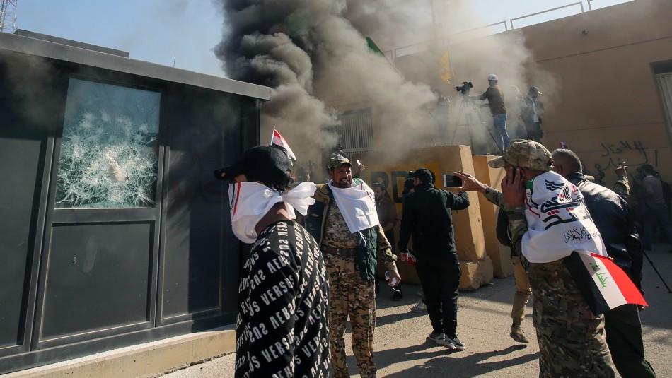 Manifestantes irrumpen en recinto de la embajada de EE.UU. en Bagdad