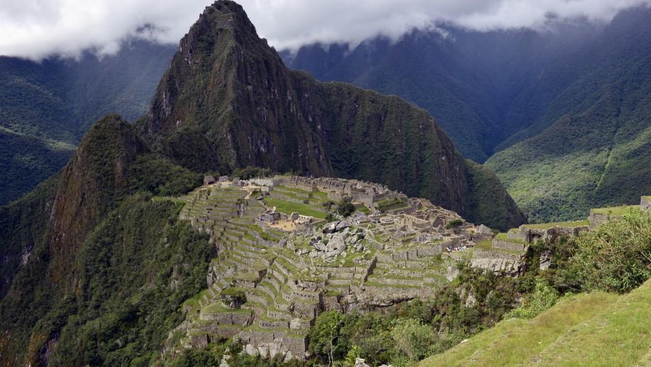 Hasta 4 años de cárcel arriesga chileno detenido en Perú por dañar Machu Picchu