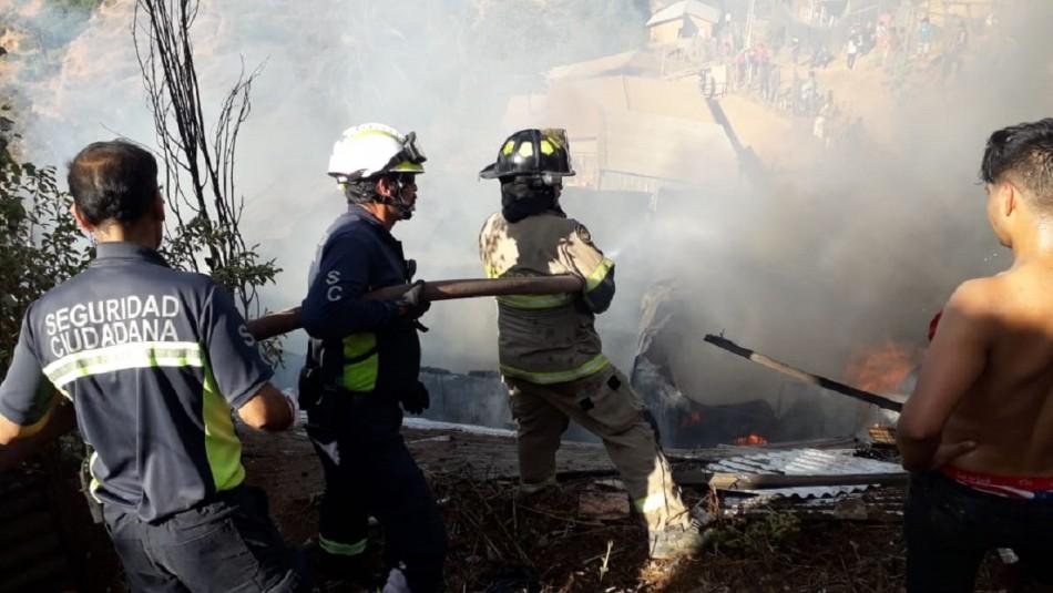 Dos casas son consumidas por incendio en Viña del Mar