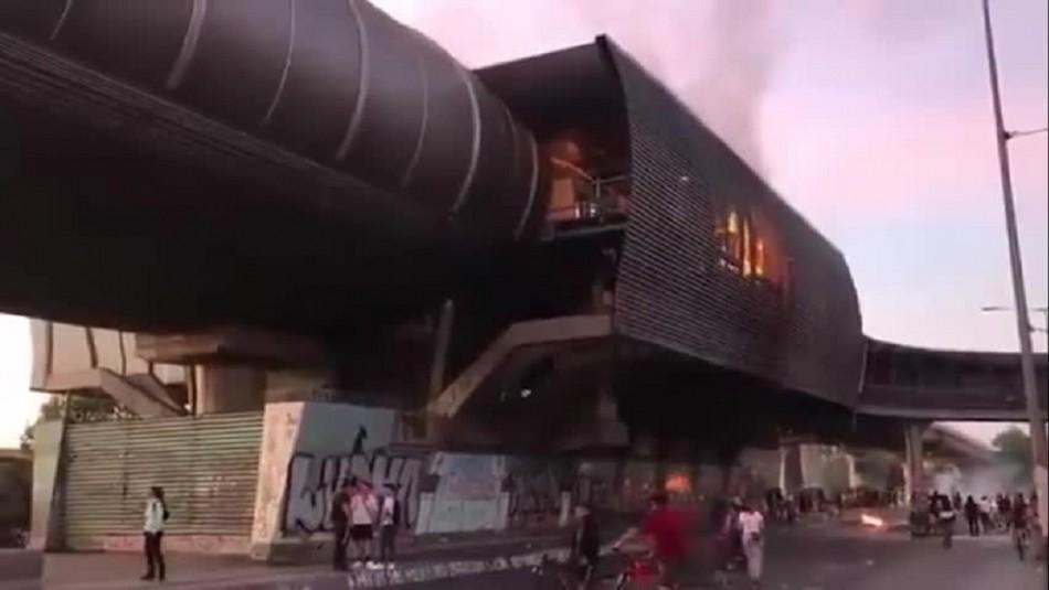 Videos muestran cómo fue quemada parte de la estación de Metro Protectora de la Infancia
