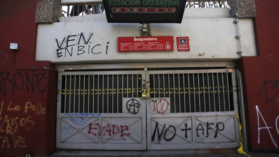 Carabineros anuncia que retirará comisaría de la estación de Metro Baquedano