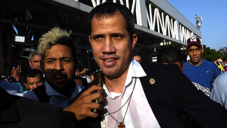 En medio de enfrentamientos Guaidó regresa a Venezuela tras gira internacional