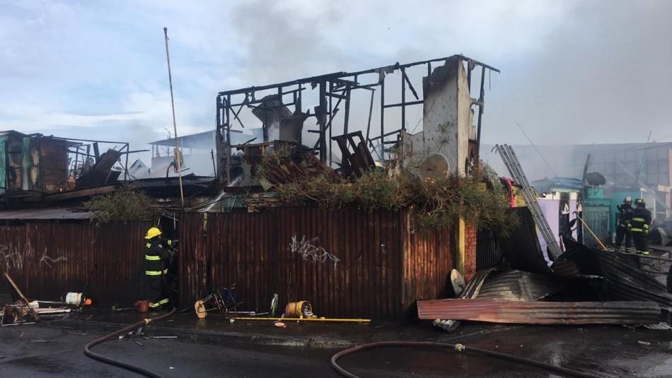 Incendio en Iquique deja cinco casas dañadas y dos lesionados