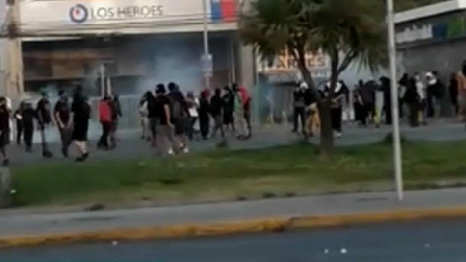 Destrozos en banco y semáforos vandalizados deja jornada de incidentes en Puente Alto