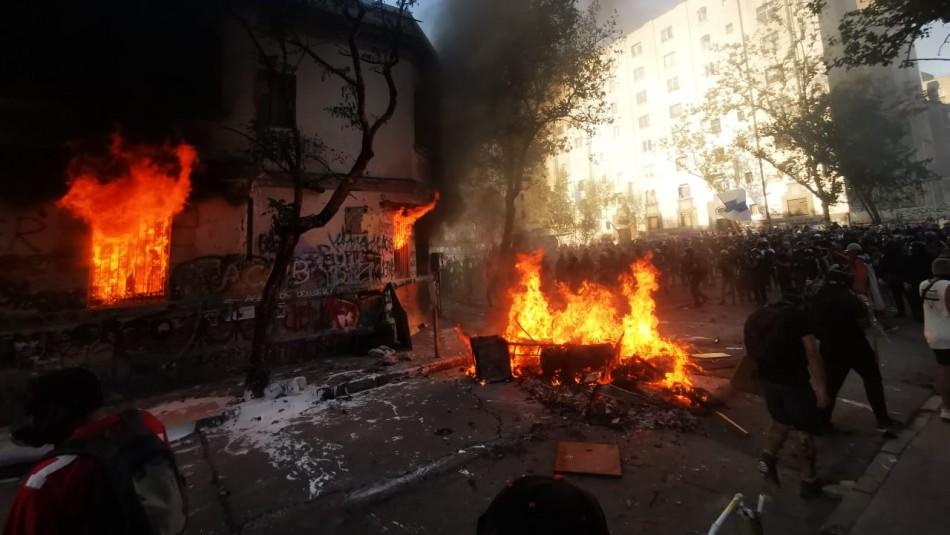Incendio afecta a casa habitación en el centro de Santiago