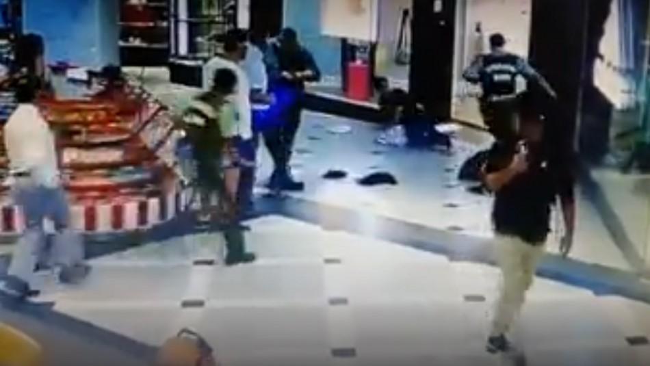 Video muestra cómo transeúnte y Carabineros frustraron robo en centro comercial de Viña del Mar