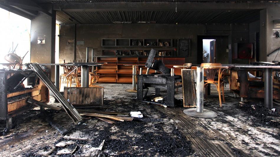Incendio afectó al café literario de Providencia: Alcaldesa Matthei habla de