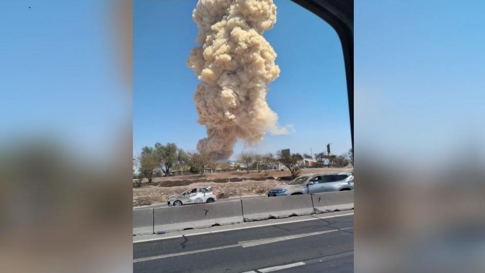 Usuarios en redes sociales comparten registros del incendio en bodega de Pudahuel
