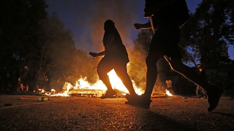 Saqueos, barricadas y un manifestante atropellado fue el saldo tras diversos incidentes en Santiago
