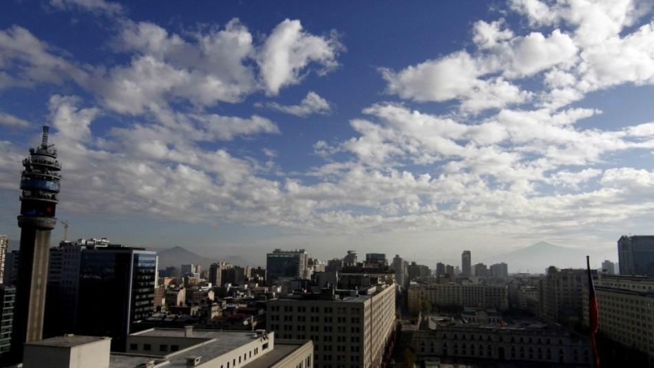 Santiago entre nubes y sol: Revisa el pronóstico del tiempo