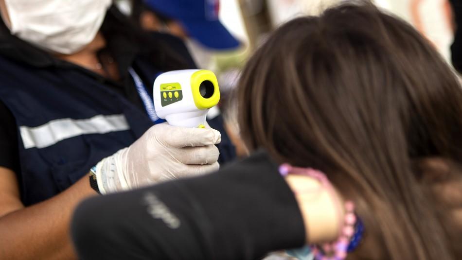 ¿Cómo es vivir con coronavirus?: El testimonio de dos contagiados en Chile