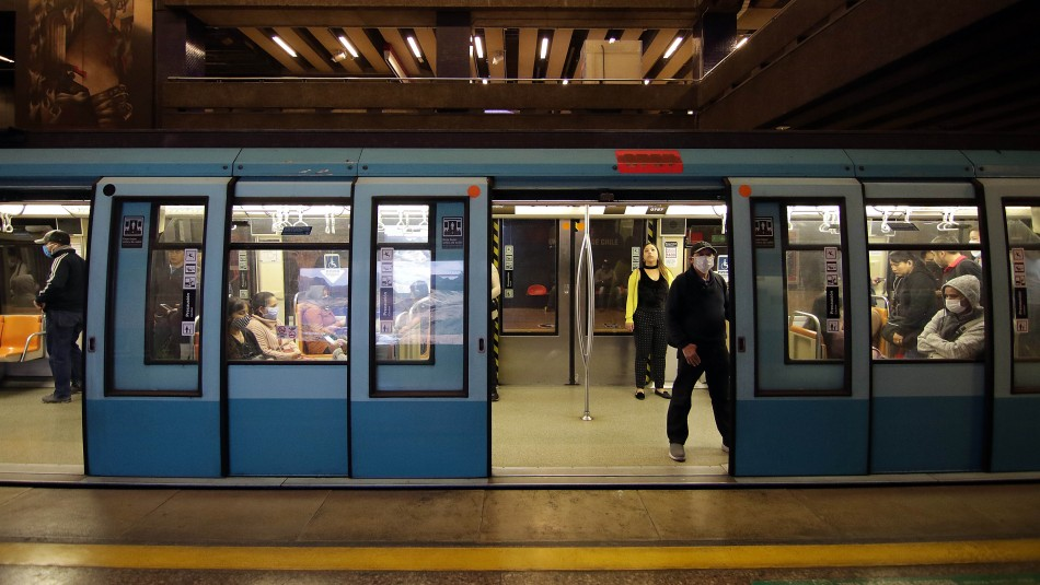 Anuncian nuevos horarios para el transporte público en Santiago desde este martes