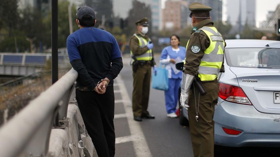 Balance de Carabineros: 339 personas fueron conducidas a comisarías por no respetar el toque de queda