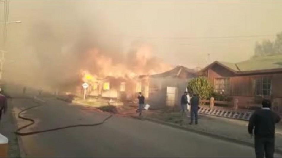 Declaran Alerta Roja en Arauco por incendio forestal que afecta a viviendas