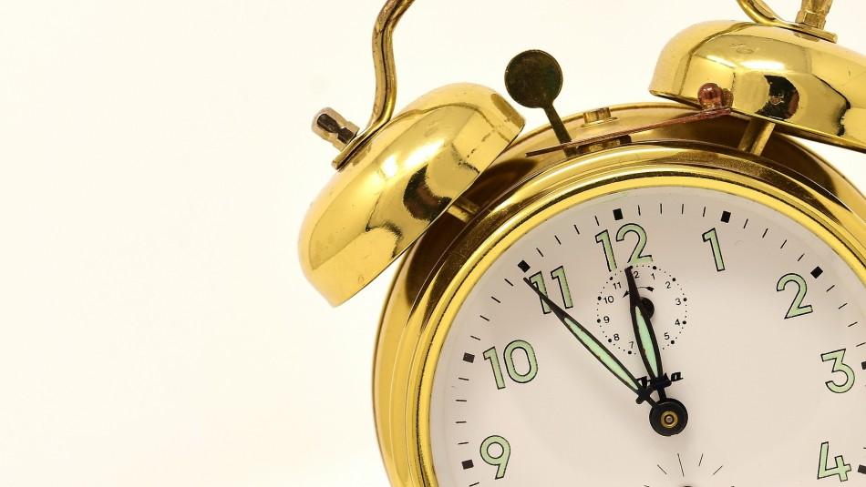 ¿Se atrasa o se adelanta?: Revisa cómo y cuándo se realiza el cambio de hora