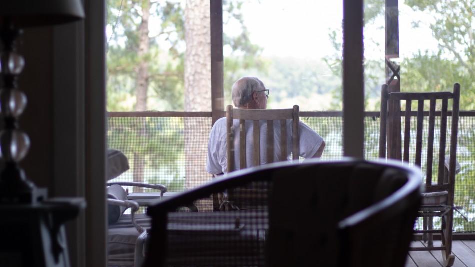 Decretan cuarentena para todos los hogares de adultos mayores del país