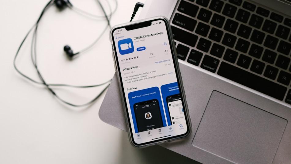 Aplicación Zoom enfrenta demanda por compartir datos personales de sus usuarios con Facebook