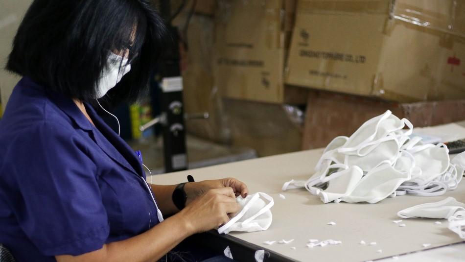 Tradicionales empresas Monarch y Caffarena ahora se dedican a la fabricación de mascarillas