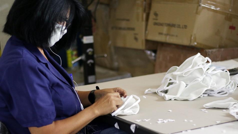 Ministerio de Salud llama a usar mascarillas en lugares públicos y enseña cómo hacerlas