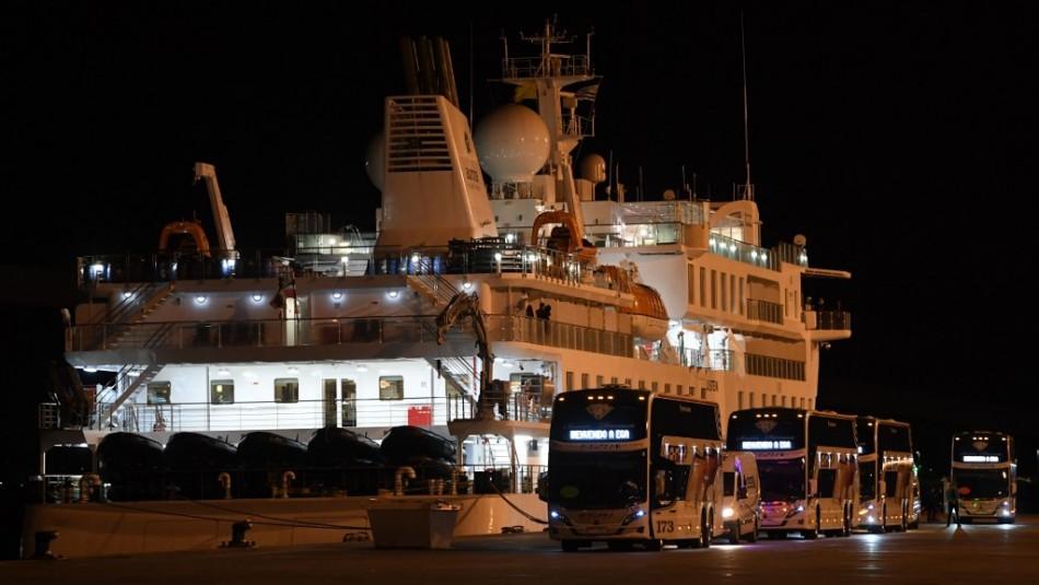 Pasajeros de crucero en Uruguay contaminado con coronavirus parten a Australia