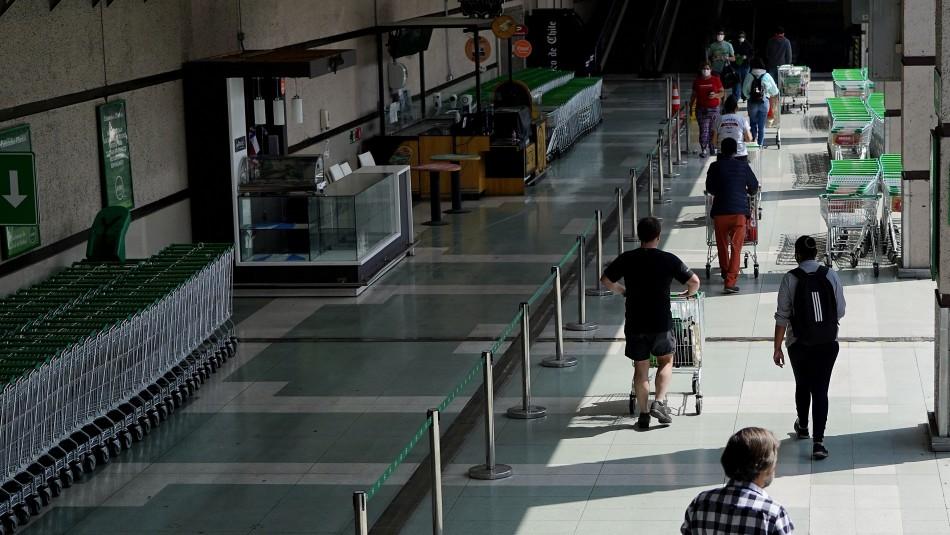 Carabineros identificó a dos personas positivos de Covid-19 haciendo fila en supermercado en Ñuñoa