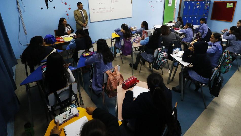 Alcaldes de 85 municipalidades piden al Gobierno posponer reinicio de clases presenciales