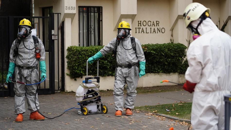 Inician operativo de sanitización en Hogar Italiano de Ñuñoa afectado por brote de COVID-19