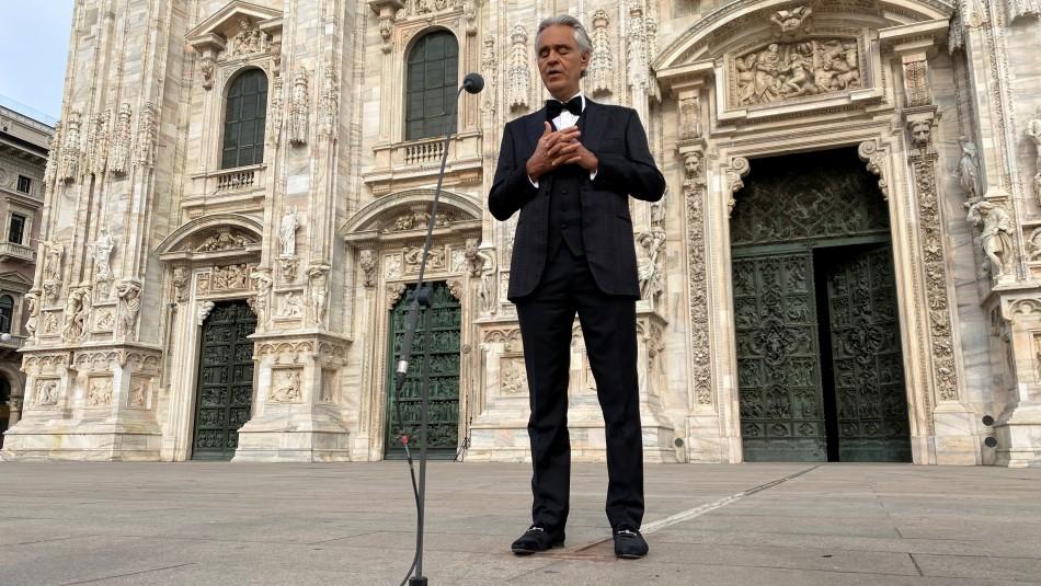 Andrea Bocelli dio concierto por Pascua de Resurrección en un vacío Duomo de Milán