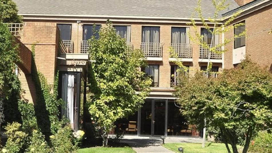 Trece personas dieron positivo al covid-19 en residencia para adultos mayores en Las Condes