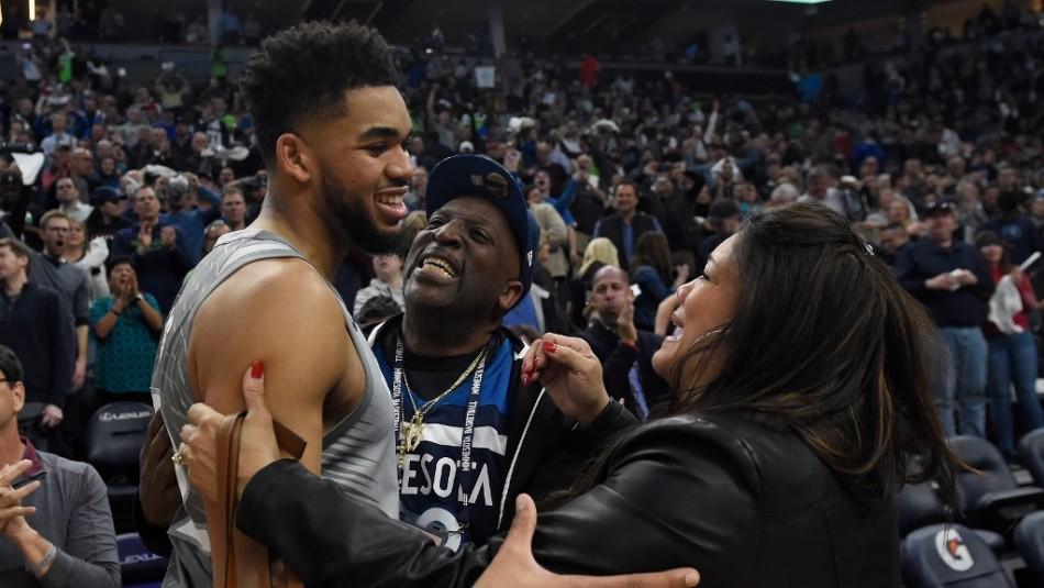 Estrella de la NBA sufre la pérdida de su madre que murió por coronavirus