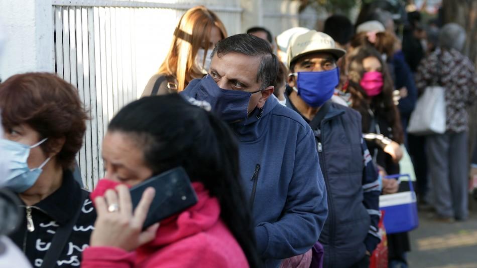 Largas filas se registran en el hospital Félix Bulnes para obtener medicamentos
