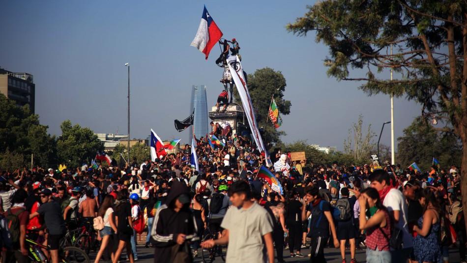 Cadem: Un 55% está en desacuerdo con que continúen las movilizaciones y marchas en Chile