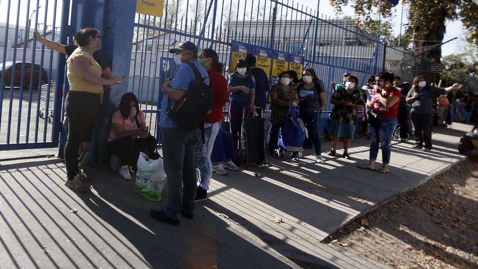 Cierran supermercado en Maipú tras presencia de persona en situación de calle contagiada con COVID-19