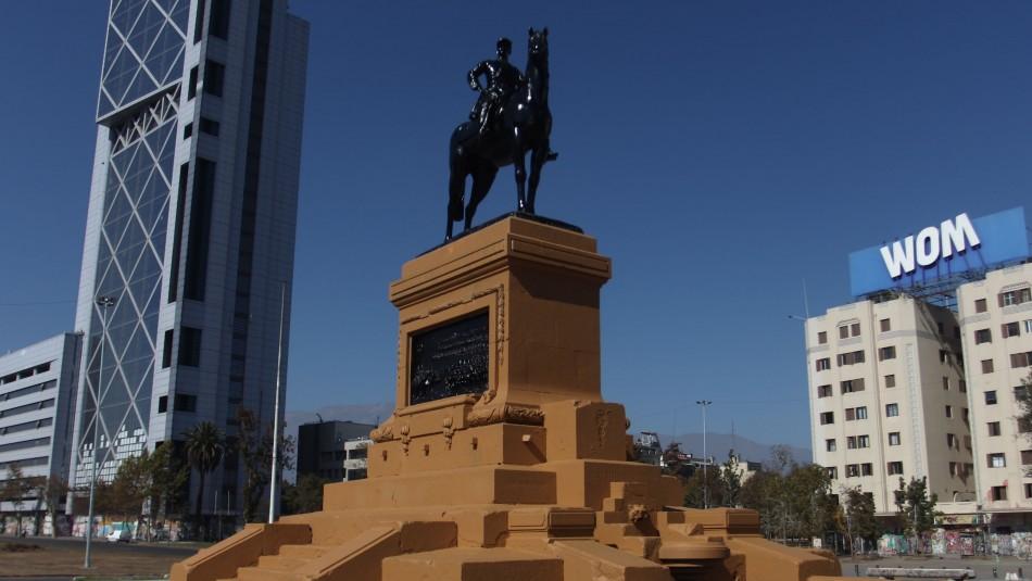 Pintan monumento de general Baquedano en Plaza Italia