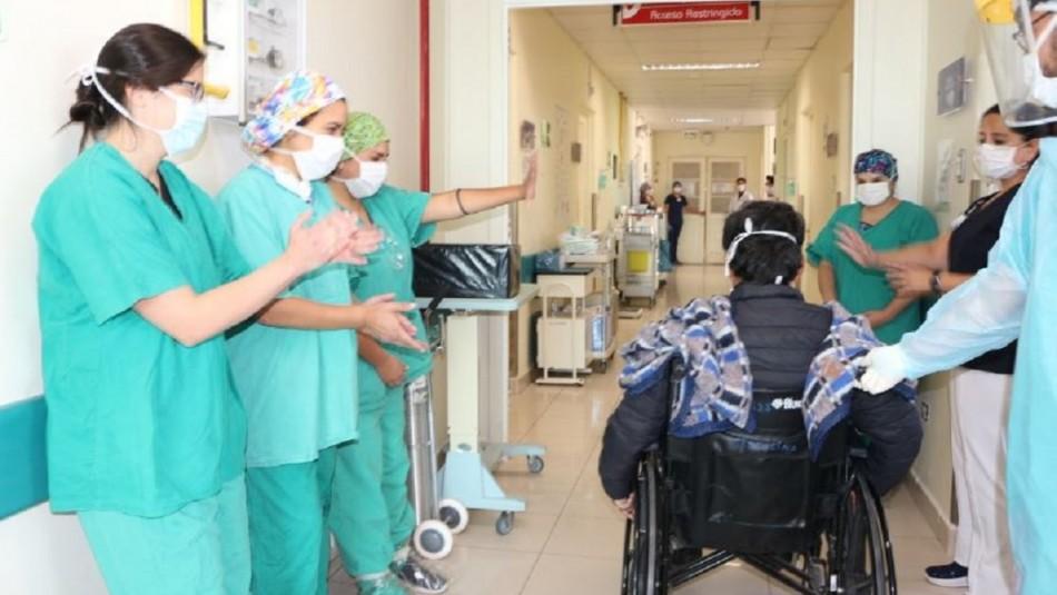 Salió entre aplausos: Dan de alta a primer paciente contagiado de COVID-19 en Hospital de La Serena