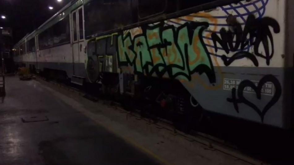 Detienen a banda que realizó rayados en vagones del Tren Central