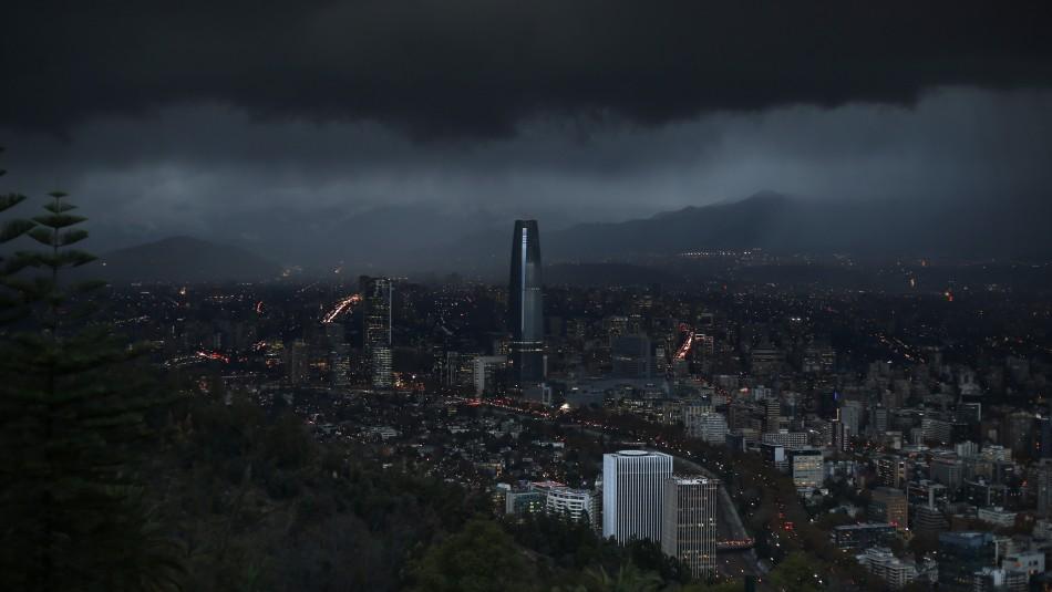 Santiago muy nublado y con posibles precipitaciones: Revisa el pronóstico del tiempo