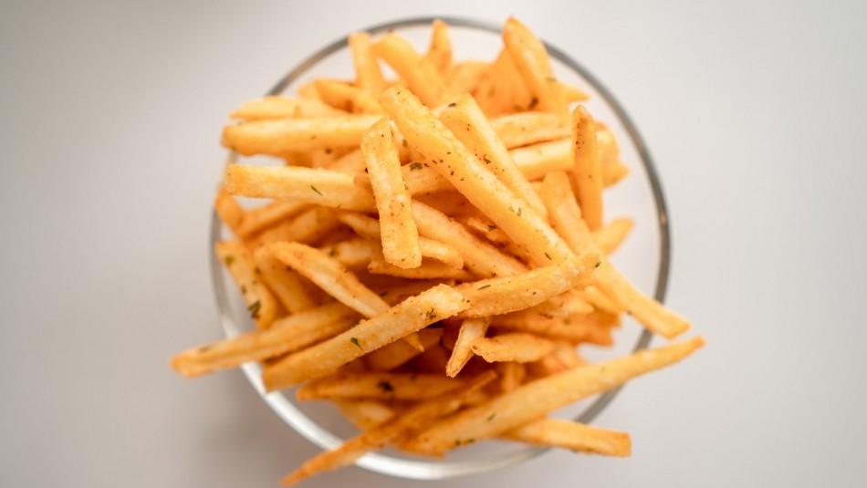 Hacen llamado a comer papas fritas dos veces por semana en Bélgica por riesgo a ser desechadas