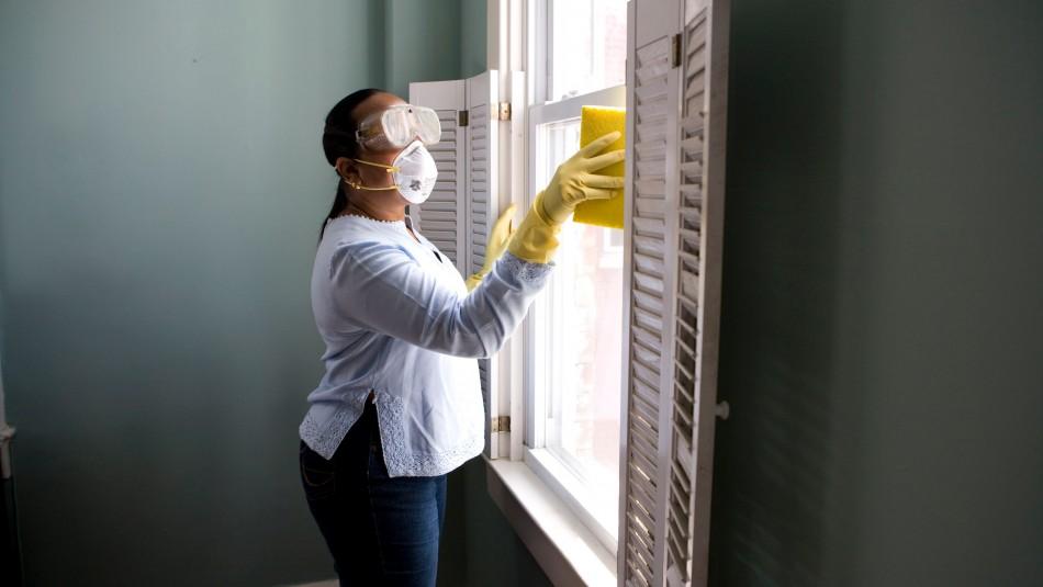 Especialista advierte los peligros de mezclar cloro con otros productos para desinfectar