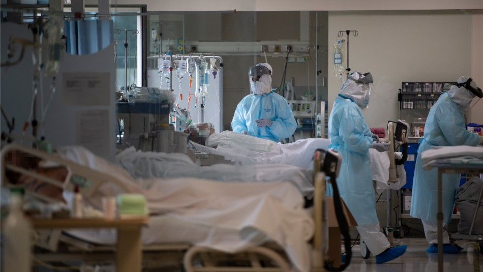 Hijo se niega a dejar a su padre enfermo de coronavirus y pasa 34 días junto a él en el hospital