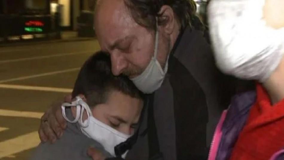 Dramático caso en Argentina: Hombre perdió a su esposa, su trabajo y ahora vive en la calle con su hijo
