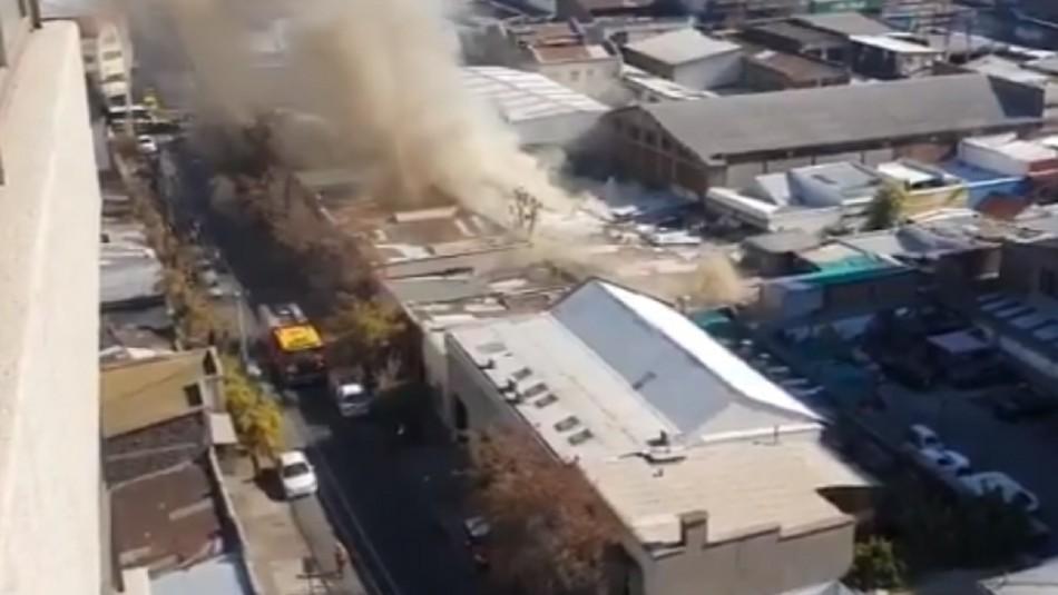Incendio se registra en cité ubicado en el centro de Santiago
