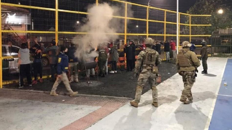 Detienen a 15 personas que realizaban asado en una multicancha de Coronel en pleno toque de queda