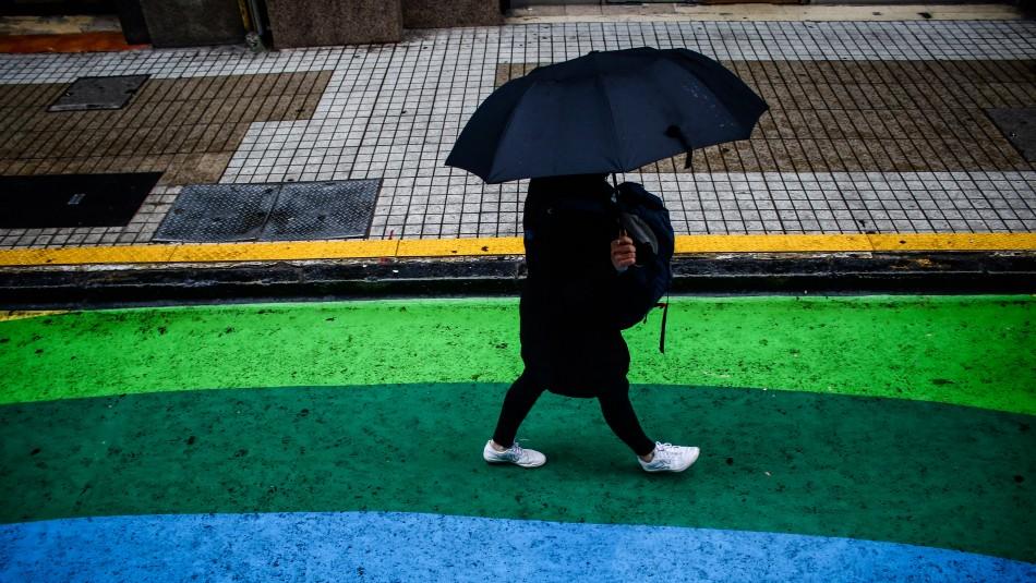 Tras un lunes caluroso, vuelve el frío y anuncian posibles precipitaciones en Santiago