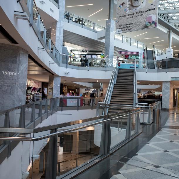 Contraloría aclara que alcaldes no tienen atribuciones para abrir o cerrar centros comerciales