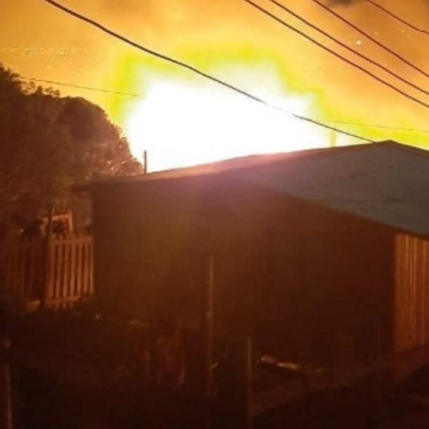 Incendio afectó al menos cuatro casas en el sector alto de Viña del Mar