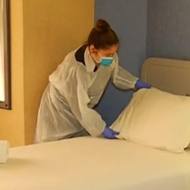 Gratuito y con comodidades: Así es una de las residencias sanitarias en Santiago para combatir el coronavirus