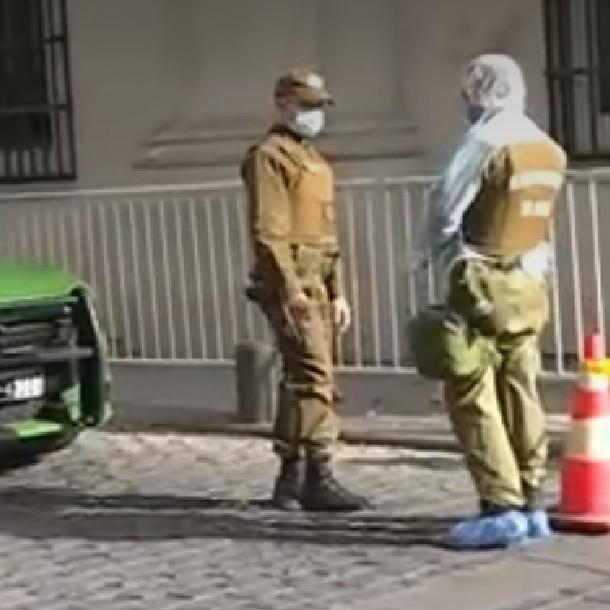 Operativo policial fuera del Palacio de La Moneda por persona con coronavirus